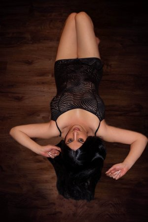 Yannicke independent escorts