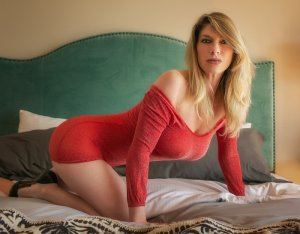 Benita escort girl